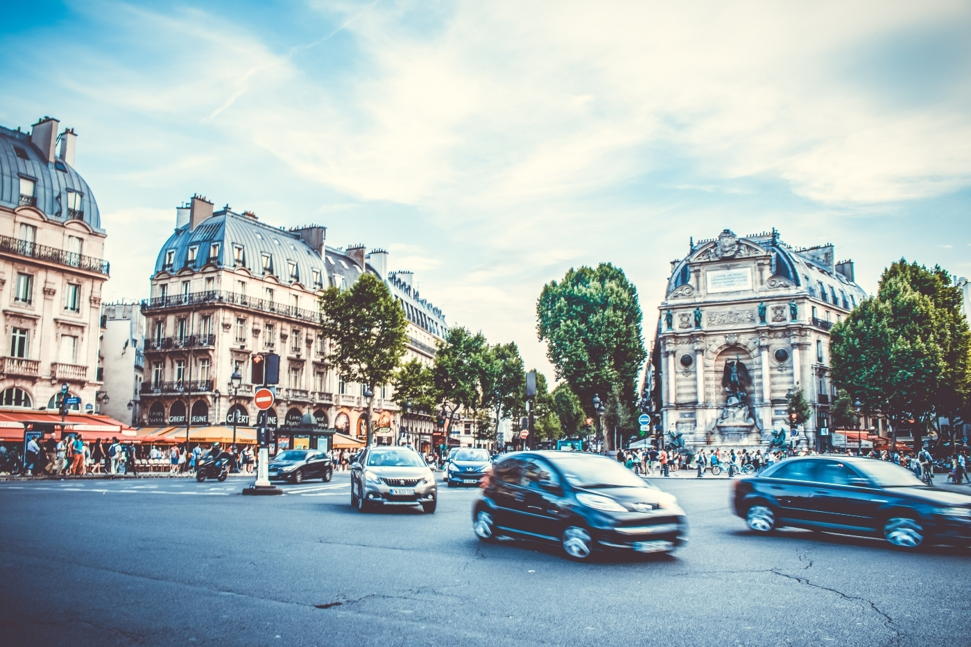Busy intersection in Paris